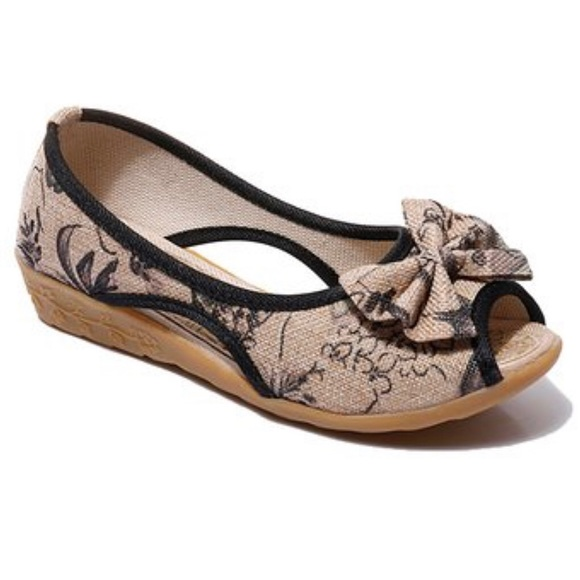 bf655c882 🆕🥿 Comfy Floral Cutout Peep-Toe Flat - Women NWT